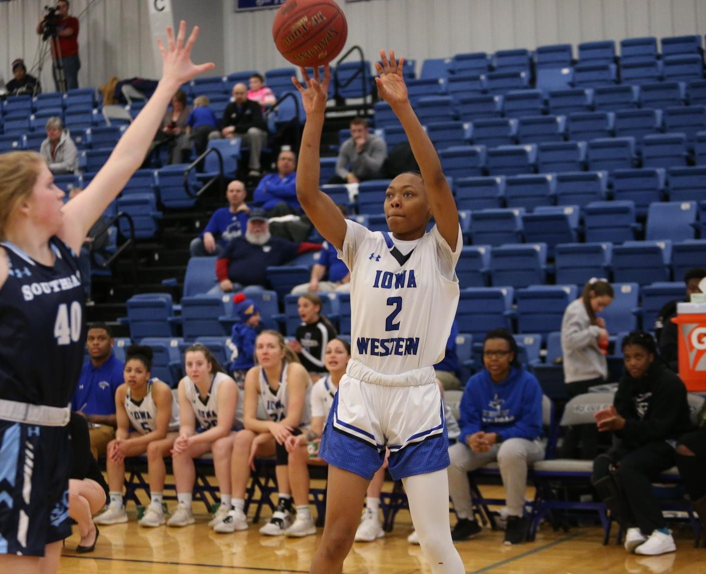 Cougars end winning streak for Reivers on last second shot