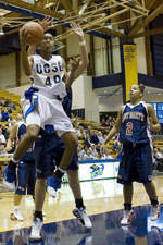 UCSB Hosts Arizona on Monday Looking for First Winning Streak of 2005-06
