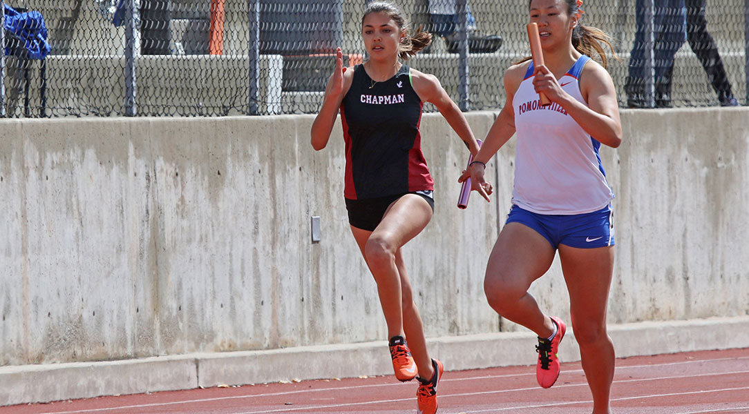 Gabi Siguenza sprints down the track.