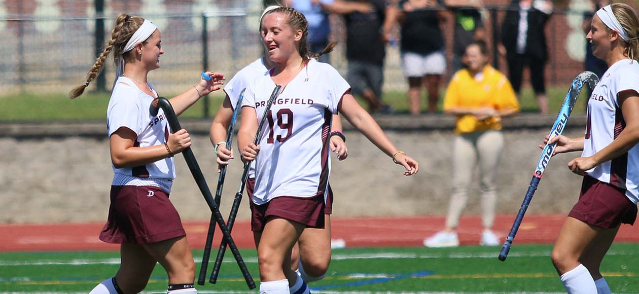 Field Hockey Eases Past Westfield State, 5-1