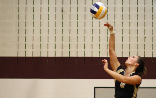 Women's Volleyball Splits Conference Road Matches