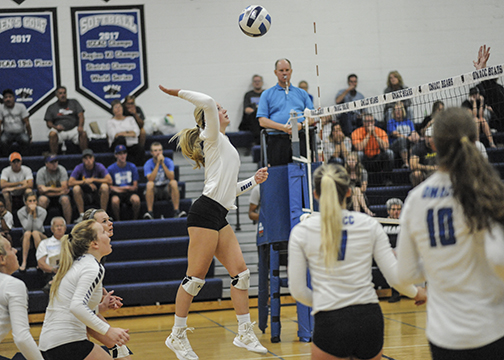 DMACC volleyball team tops IHCC, 3-2, in season opener