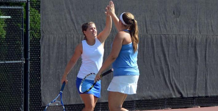 Women's Tennis snaps losing streak with victory over Dubuque