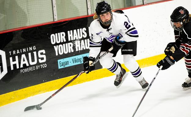 Women's Hockey falls 2-1 in season opener
