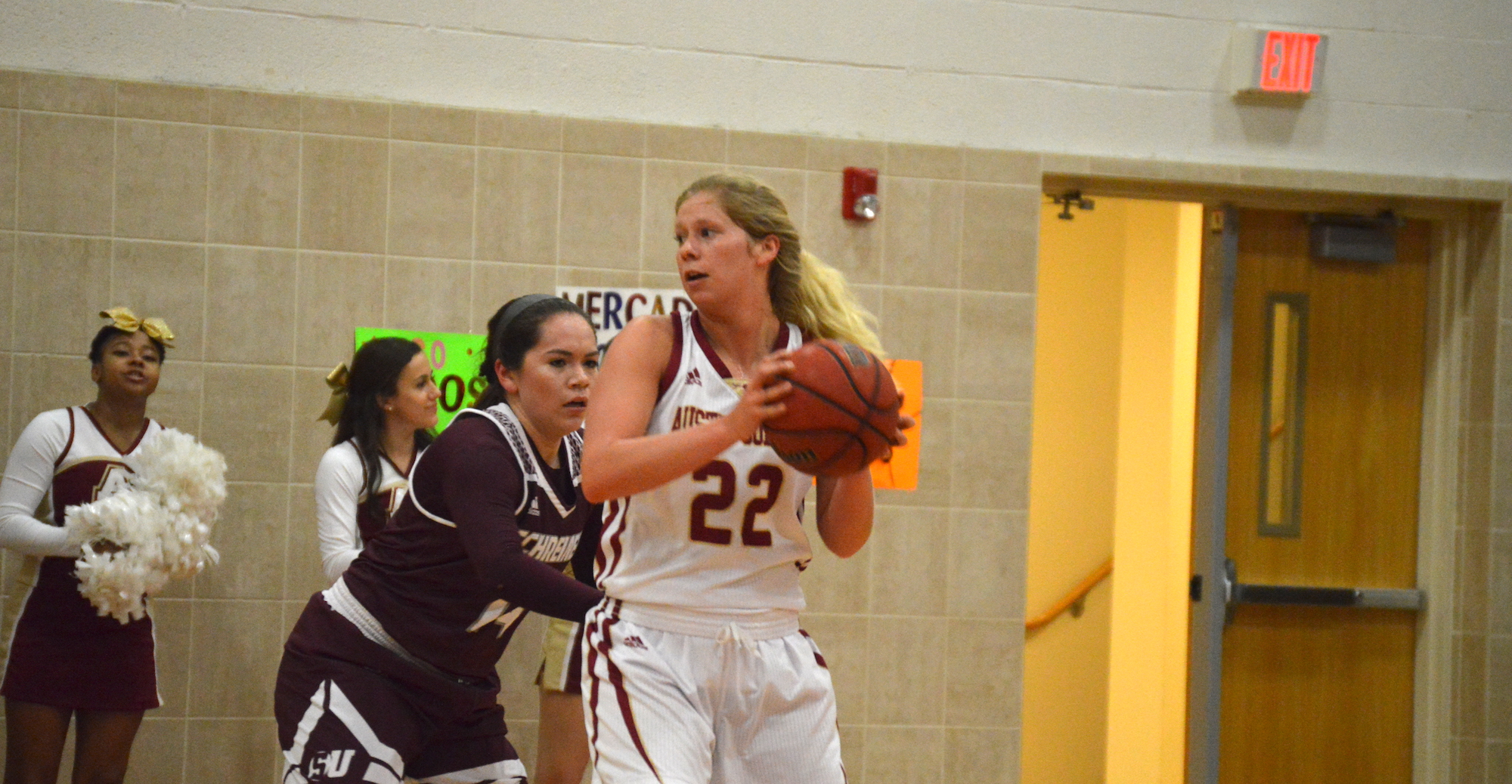 Women's Hoops Overcomes Slow Start to Top Schreiner
