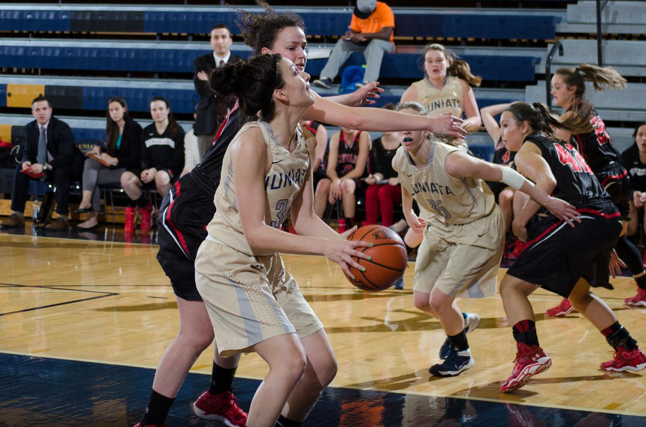 Despite Late Rally, Women's Hoops Defeated at Catholic