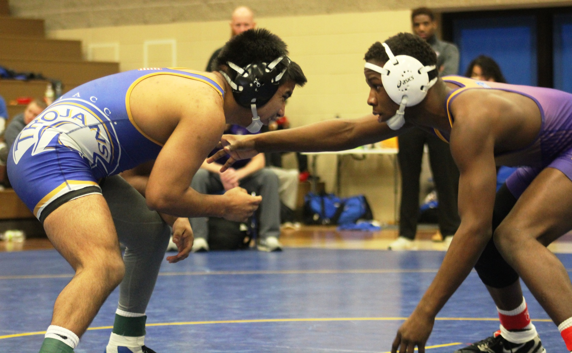 NIACC's Tony Mendoza battles Ellsworth's Cardeionte Wilson in the 149-pound title match.