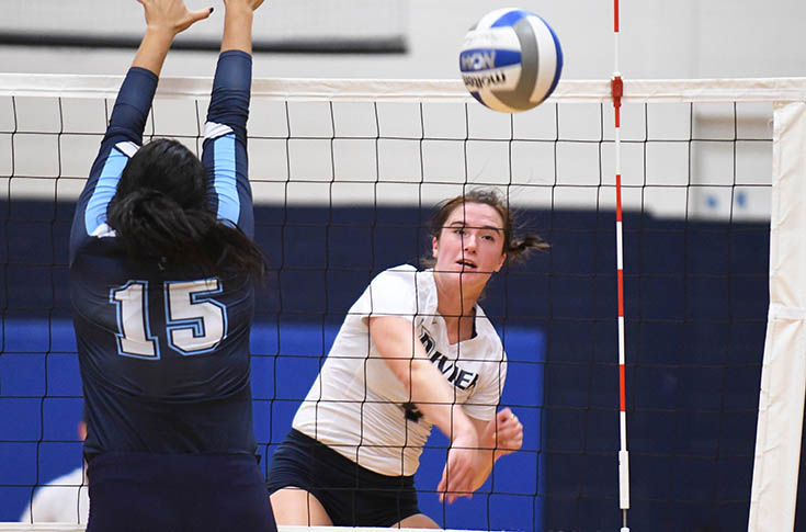 Women's Volleyball: Raiders split non-conference tri-match