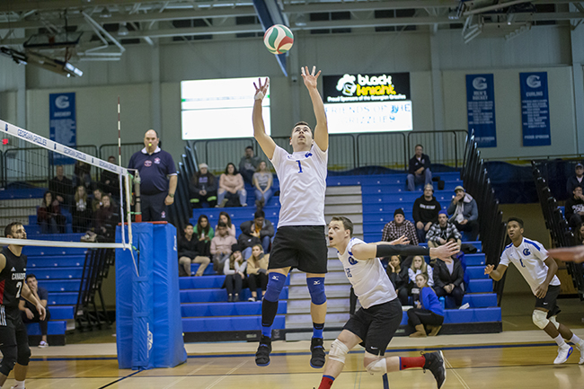 MEN'S VOLLEYBALL STAYS PERFECT AT HOME