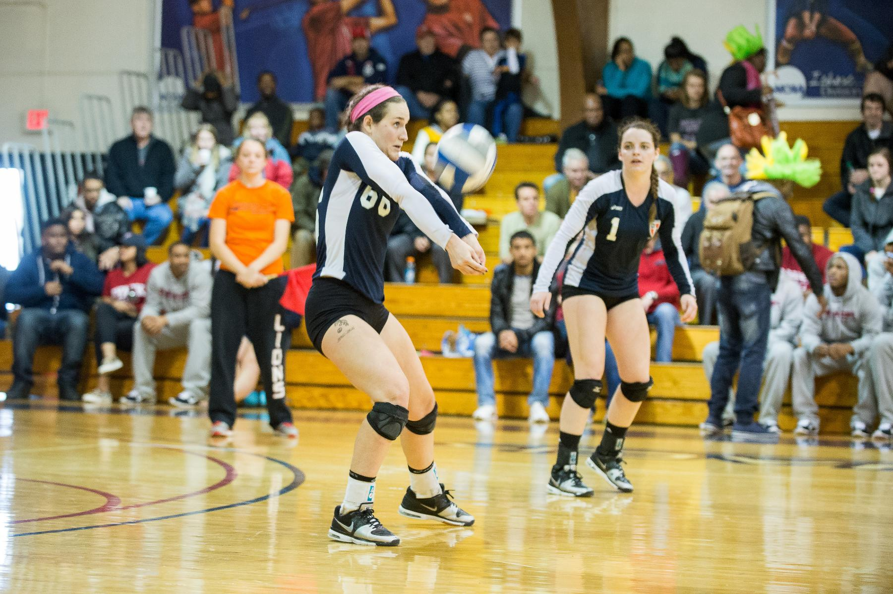 Women's Volleyball Finishes Weekend 1-1