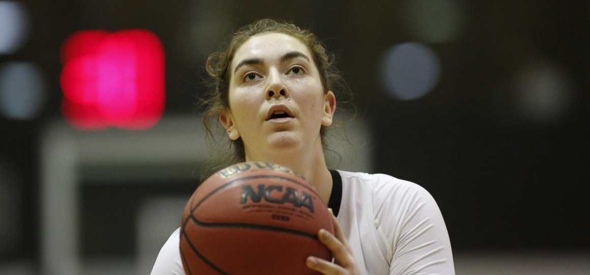Fox's Career High Helps Carry Women's Basketball Past Senators, 66-62
