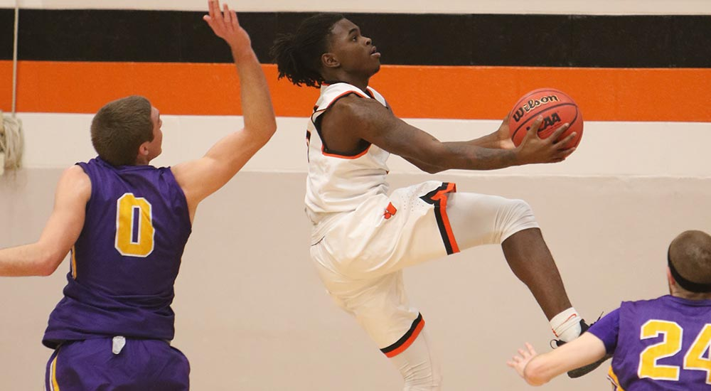 Men's basketball drops to second in SLIAC standings with loss at Blackburn