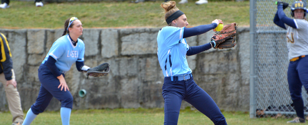 Softball Splits Non-Conference Doubleheader with New England College