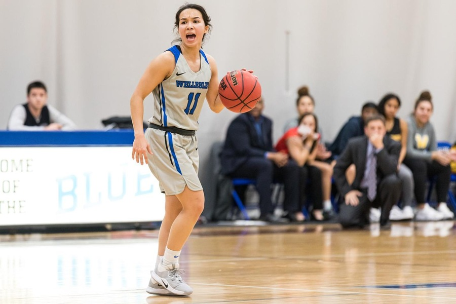 Senior Caitlin Aguirre scored a career-high 25 points to lead the Blue (Frank Poulin).