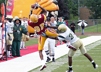 Bulldog wideout Keenan Bowman stretches to catch a pass (Photo by Big Rapids Pioneer)