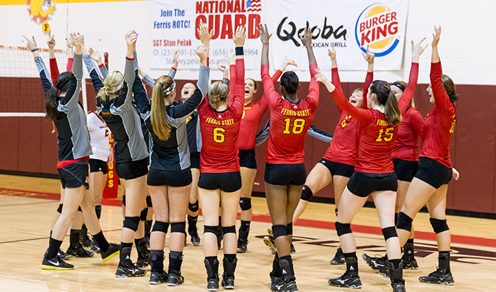 Ferris State Volleyball Wraps Up Unbeaten Weekend With Senior Day Triumph