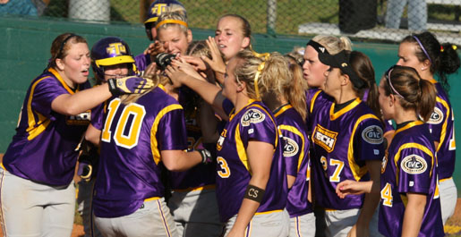Five tourneys, 22 home games featured in 2010 softball schedule