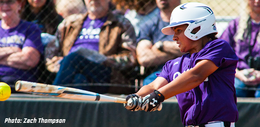 Softball Team Drops Double-Header Against Belhaven
