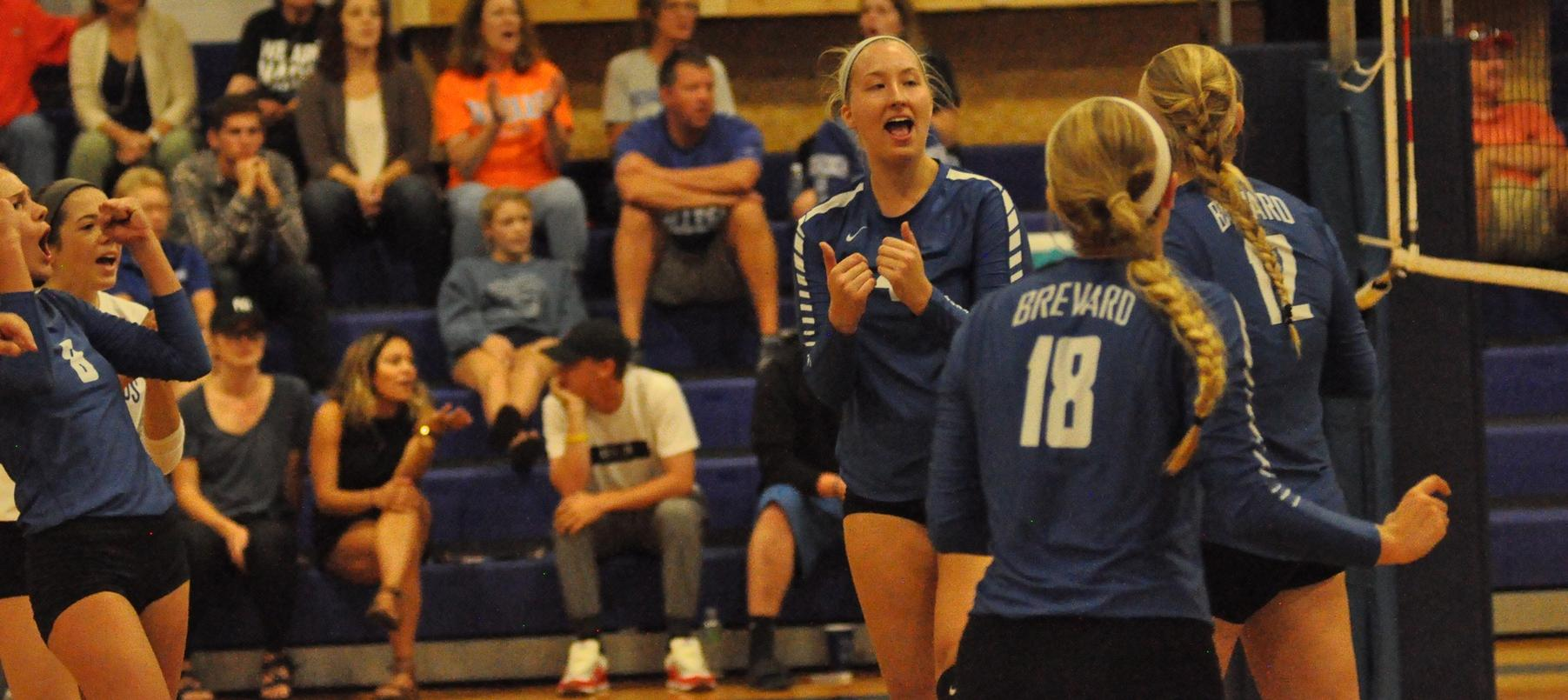 Volleyball Earns Four Set Wins Over LaGrange, Maryville
