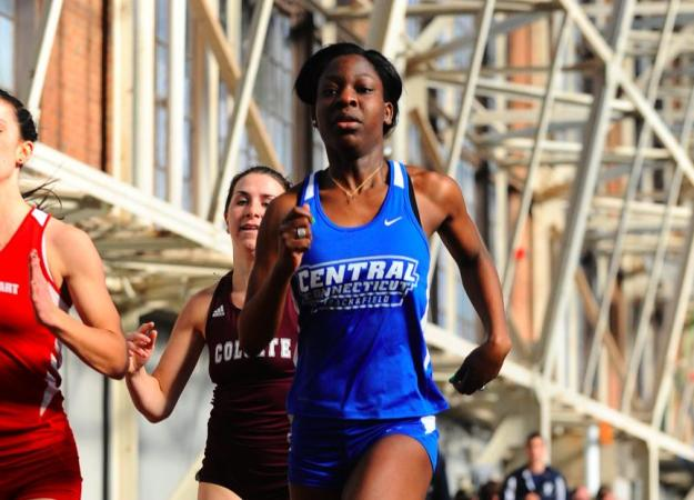 Women's 4x400 Breaks CCSU Record