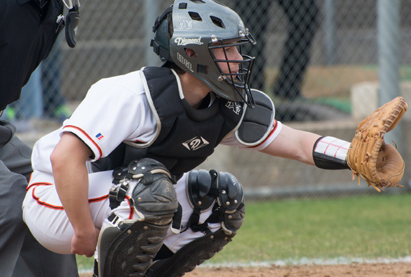 Poets Take Two from Caltech in SCIAC Doubleheader