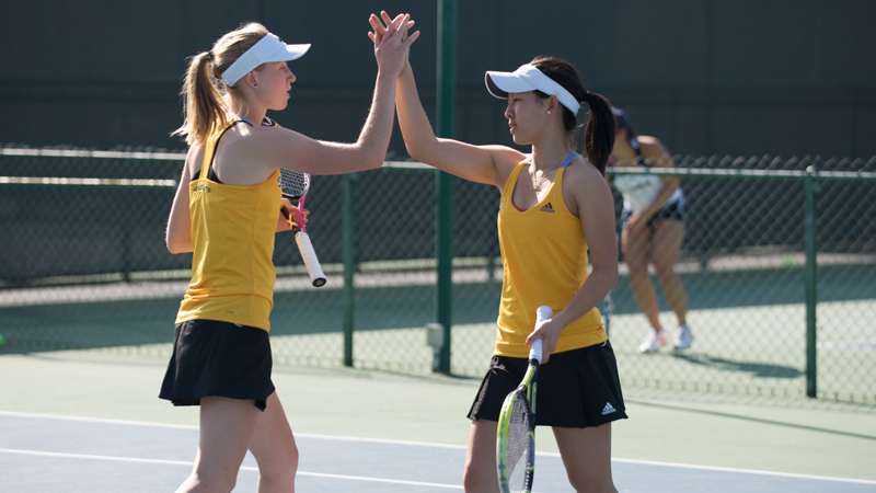 WOMEN'S TENNIS PUSHES BIG SKY WIN STREAK TO OVER 100 MATCHES