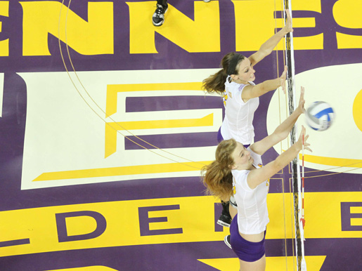 Bruins Volleyball ground Golden Eagles in 3-0 sweep