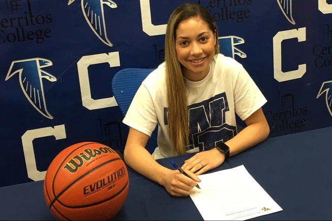 Angie Ferreira has signed with William Penn (PA) University