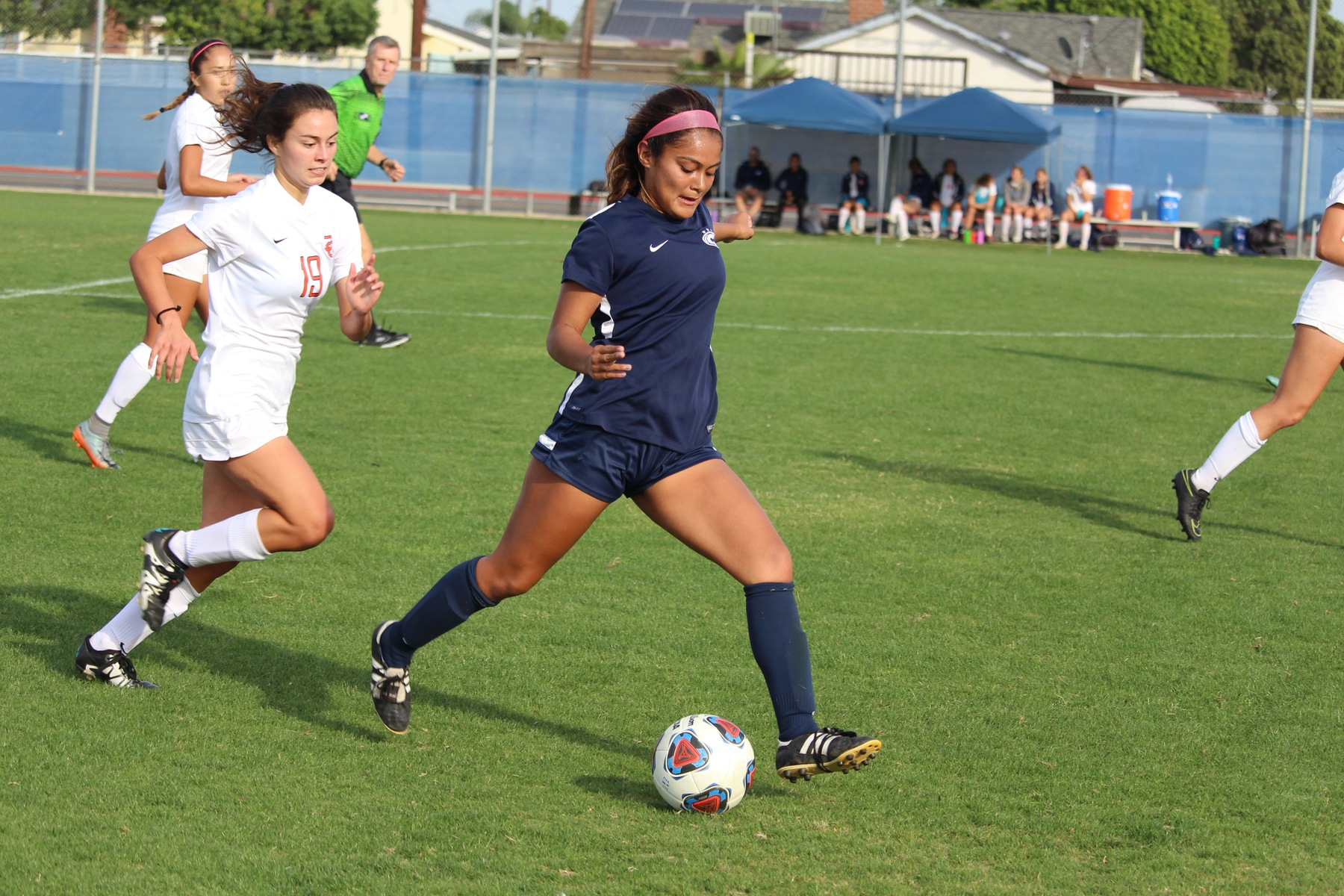 Chargers Hang On to Defeat Pirates on Sophomore Day, 1-0