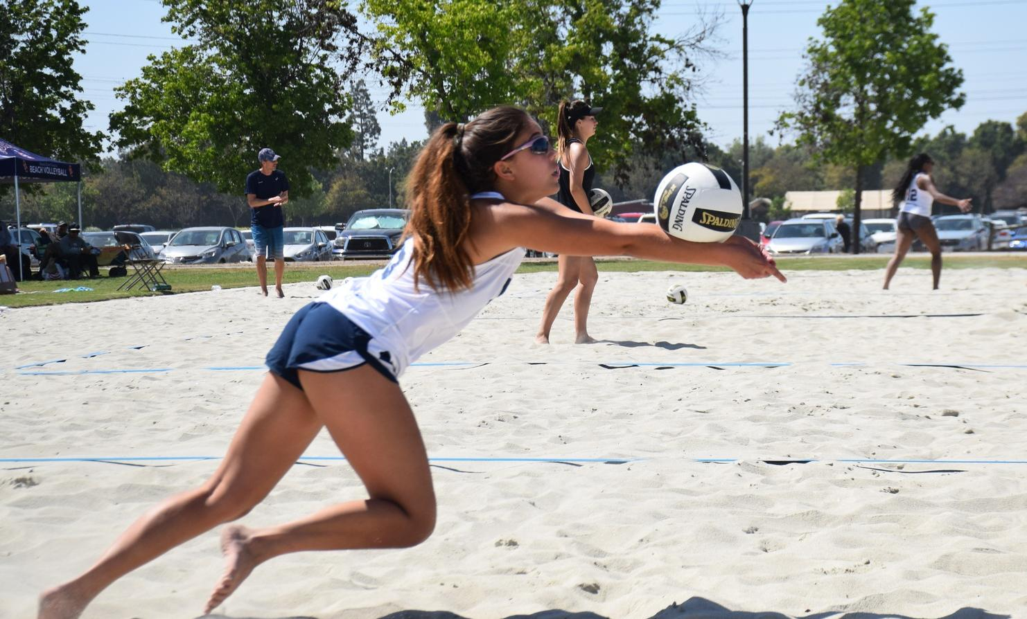 Three women's beach volleyball pairs move on in tourney