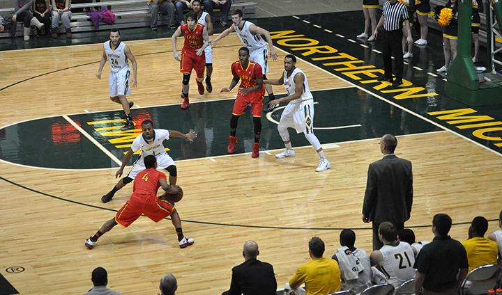 Late Northern Michigan Basket Hands Bulldogs Conference Road Setback