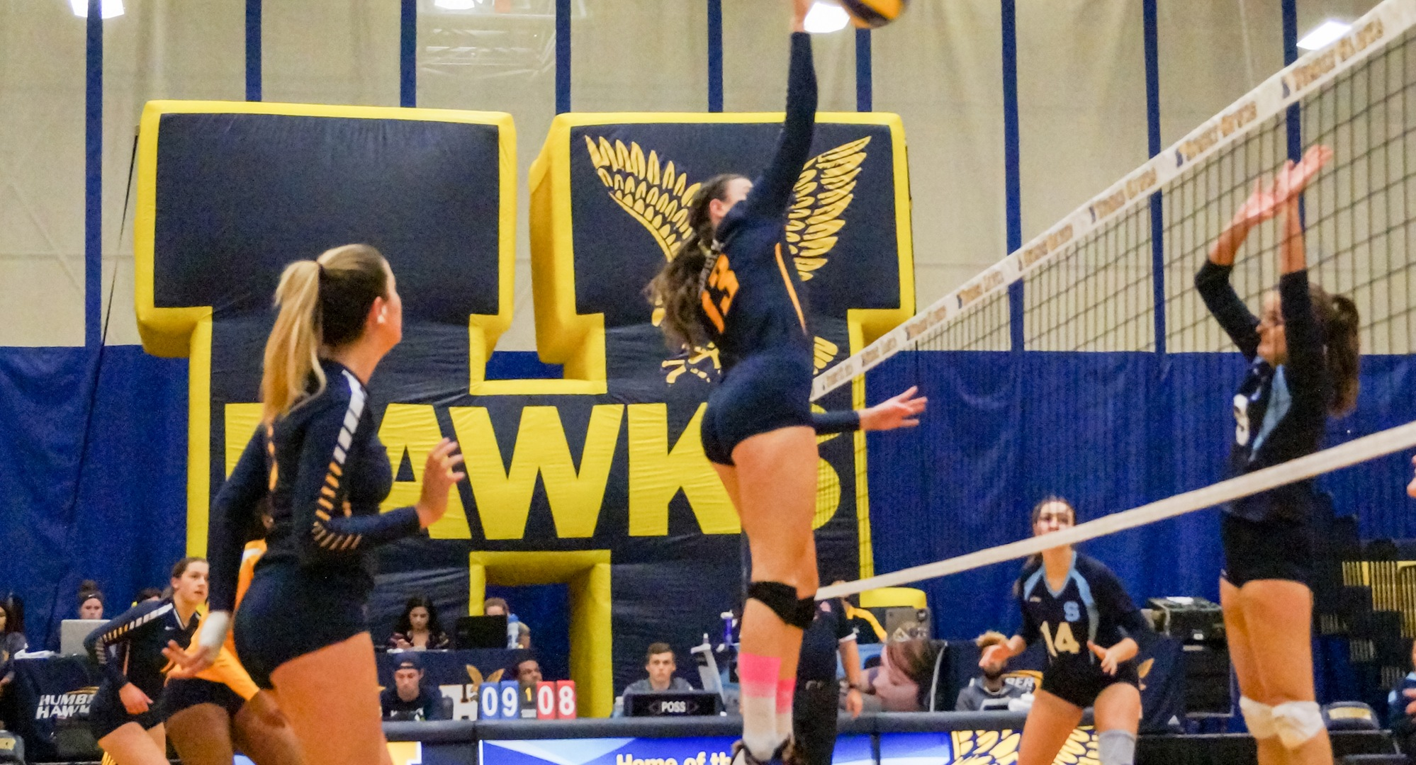 HAWKS RECORD 10TH STRAIGHT WIN IN SWEEP OF BRUINS