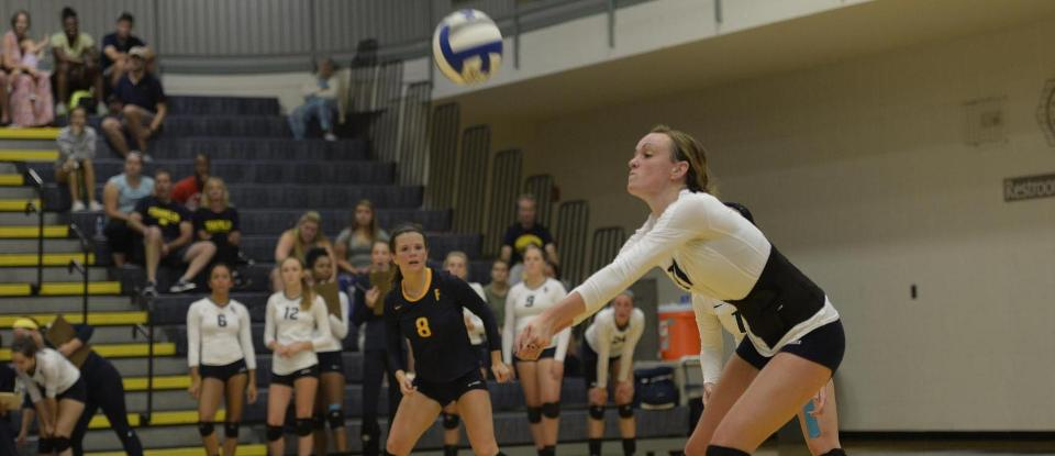 Volleyball Loses HCAC Opener at Manchester