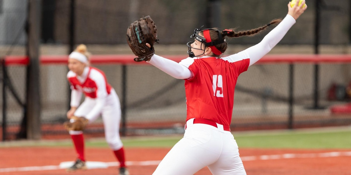 Softball Edged by MIT in Two NEWMAC Contests