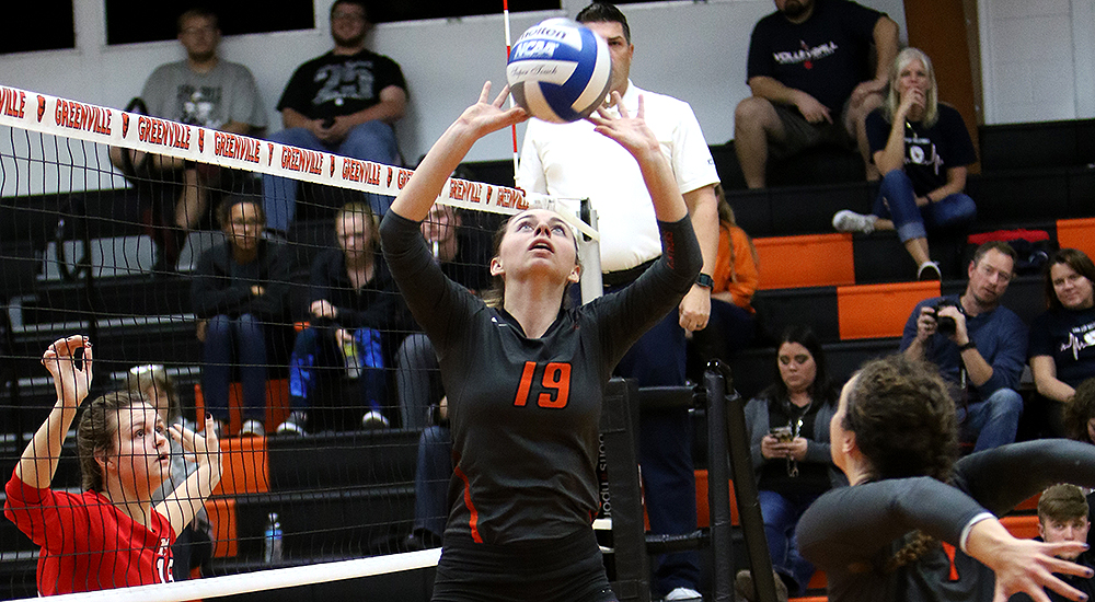Women's volleyball eases to win over MacMurray