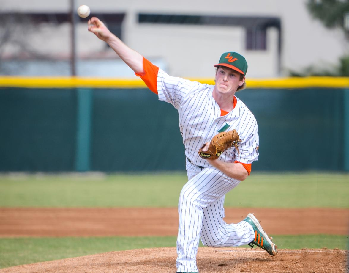 Baseball tops Caltech, remains tied for first