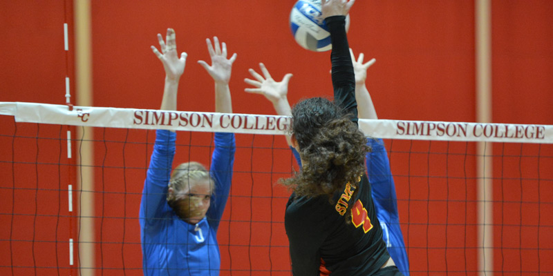 Volleyball avenges 2013 loss, beats Luther in five
