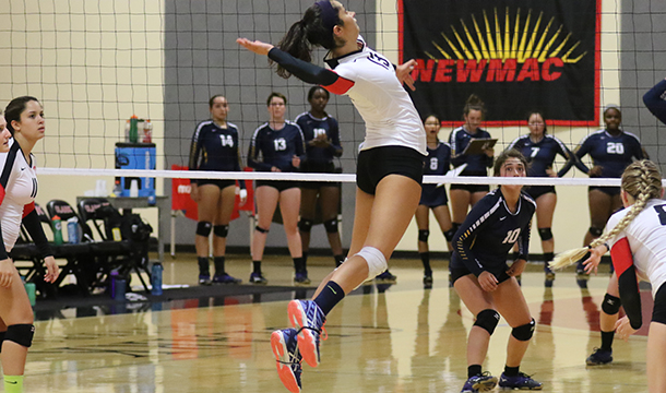 Volleyball Cruises to 3-0 Victory Over Lyons