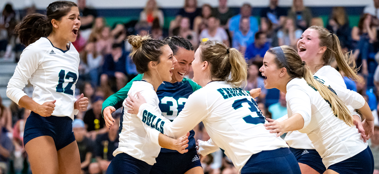 The Endicott women's volleyball team celebrates a point against RWU during the Gulls' Homecoming win.