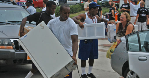 Golden Eagle athletes lend hand at Great Move-In Day