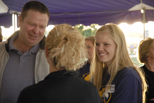 Women's basketball hosts Welcome Back picnic