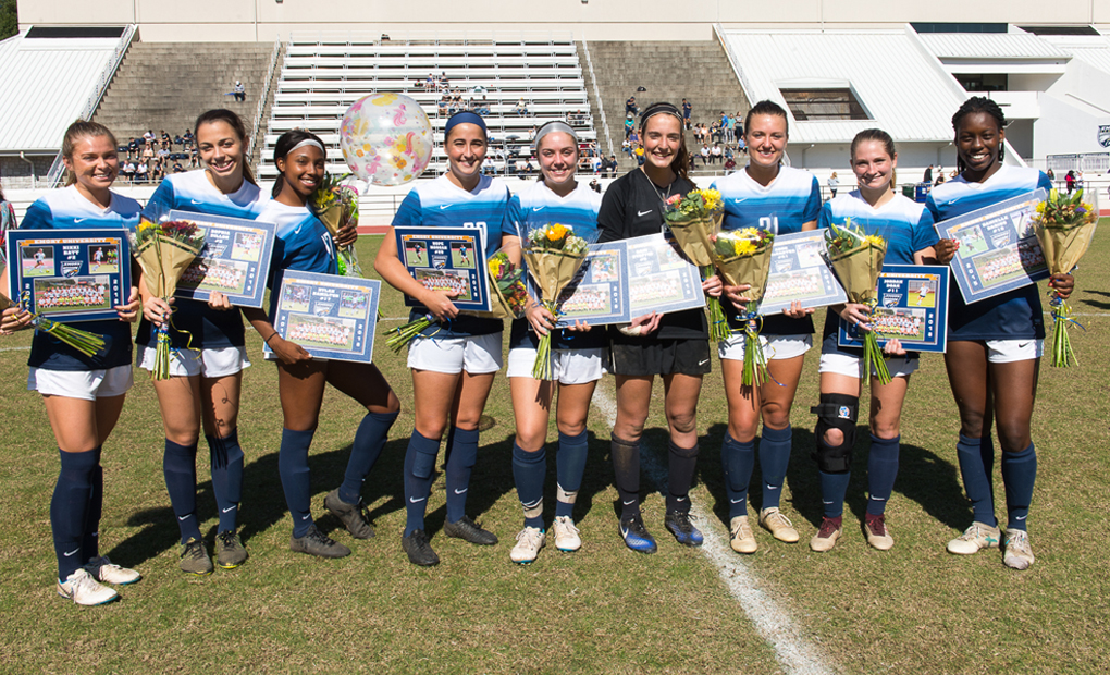 Women's Soccer Extends Unbeaten Streak to Six on Senior Day
