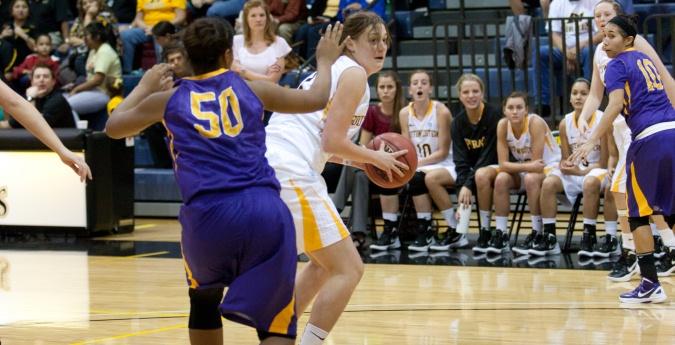 Women's Basketball Crushes Centenary - Southwestern University