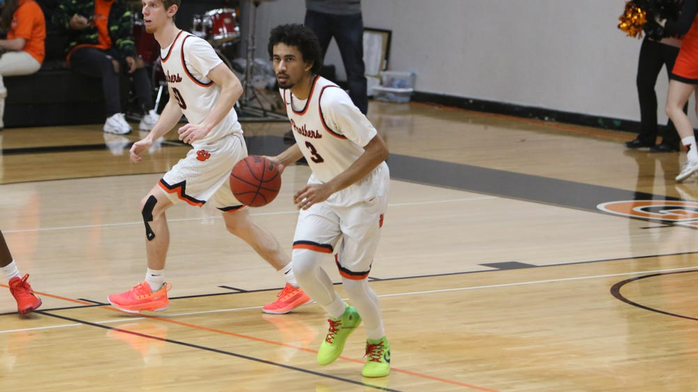 Men's basketball held off by Westminster on road
