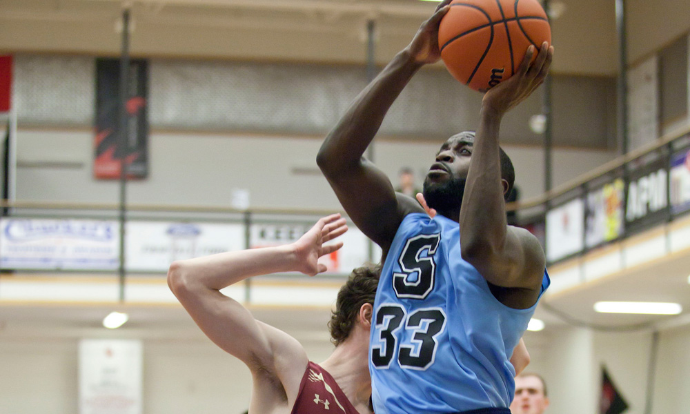 Men's basketball pull away from Mount Allison to reach national semi final