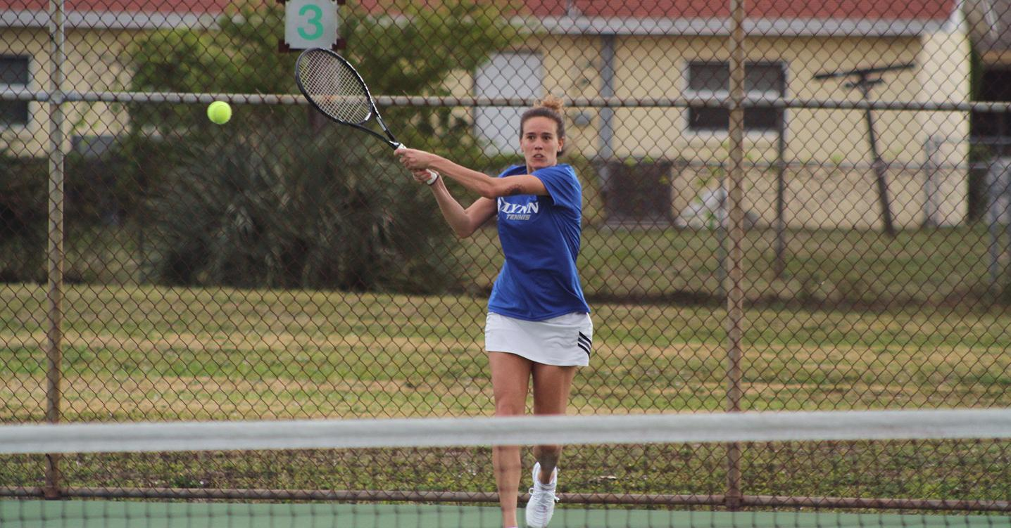 Women's Tennis Soars over Seahawks