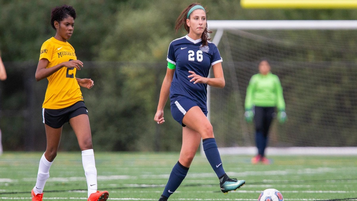 Second-Half Surge Sends Staten Island Past Women's Soccer