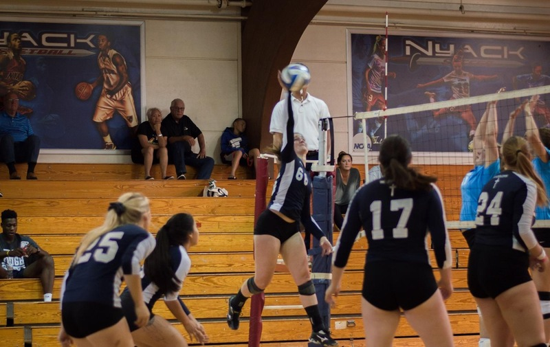 Women's Volleyball Extends Winning Streak to Four