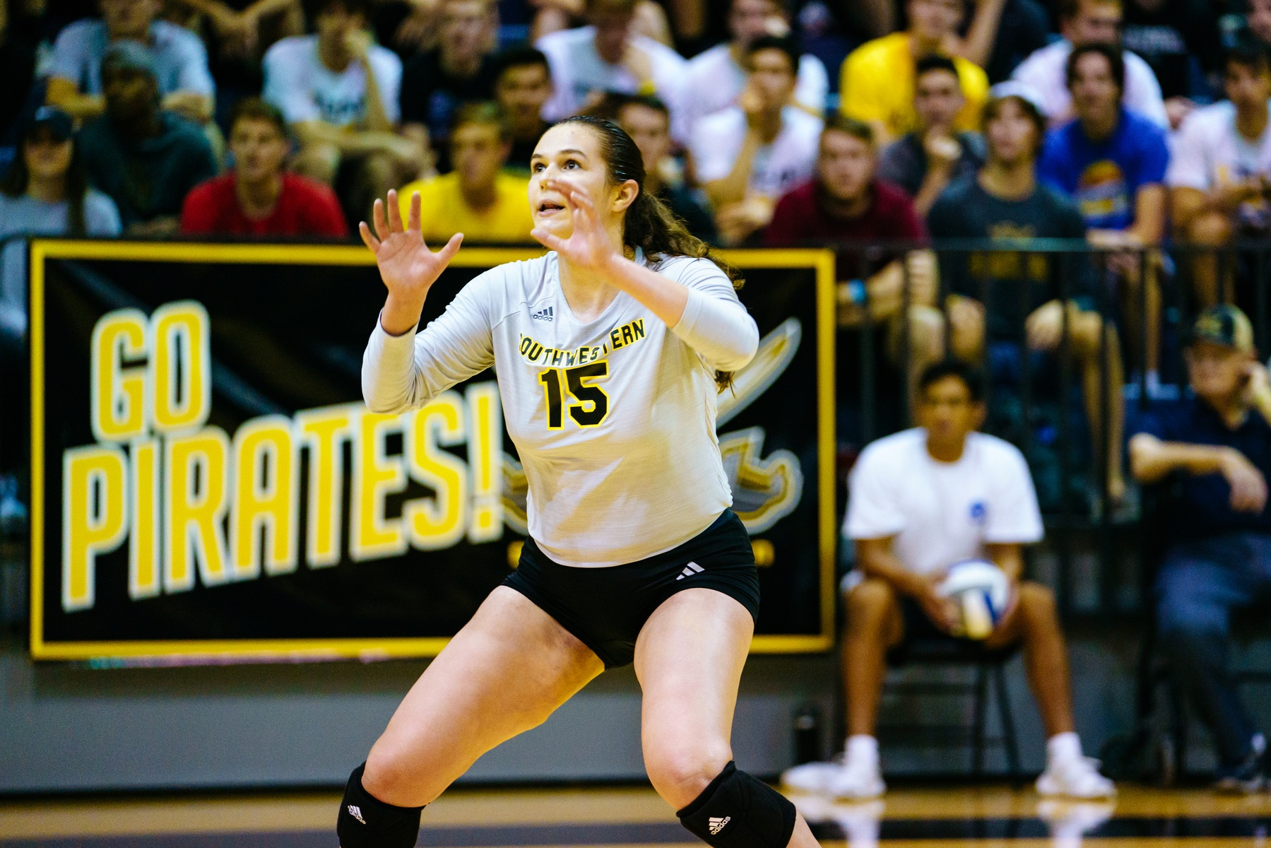 Lauren Crabtree's Triple-Double Highlights Pair of Volleyball Wins