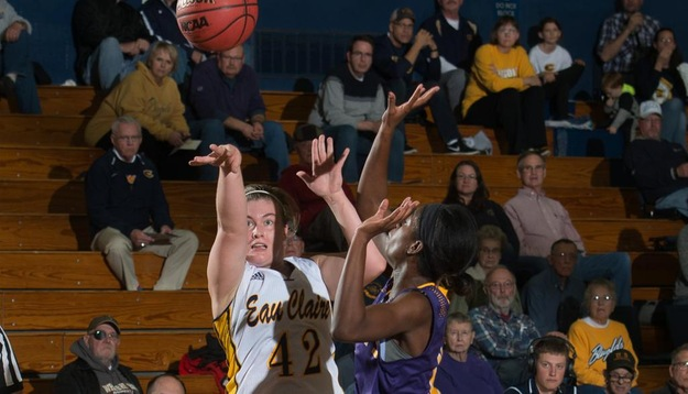 Blugold Women fall to Stevens at D3hoops.com Classic